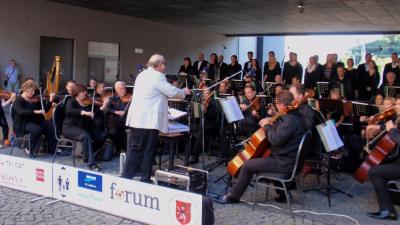 Promenádní koncert před OC FORUM 2016